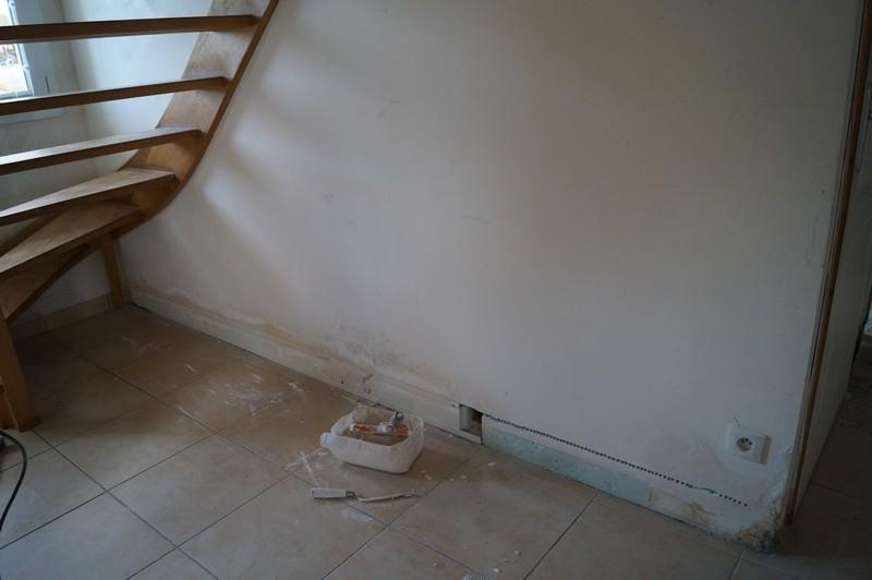 Trou de sexe de toilette dans le mur
